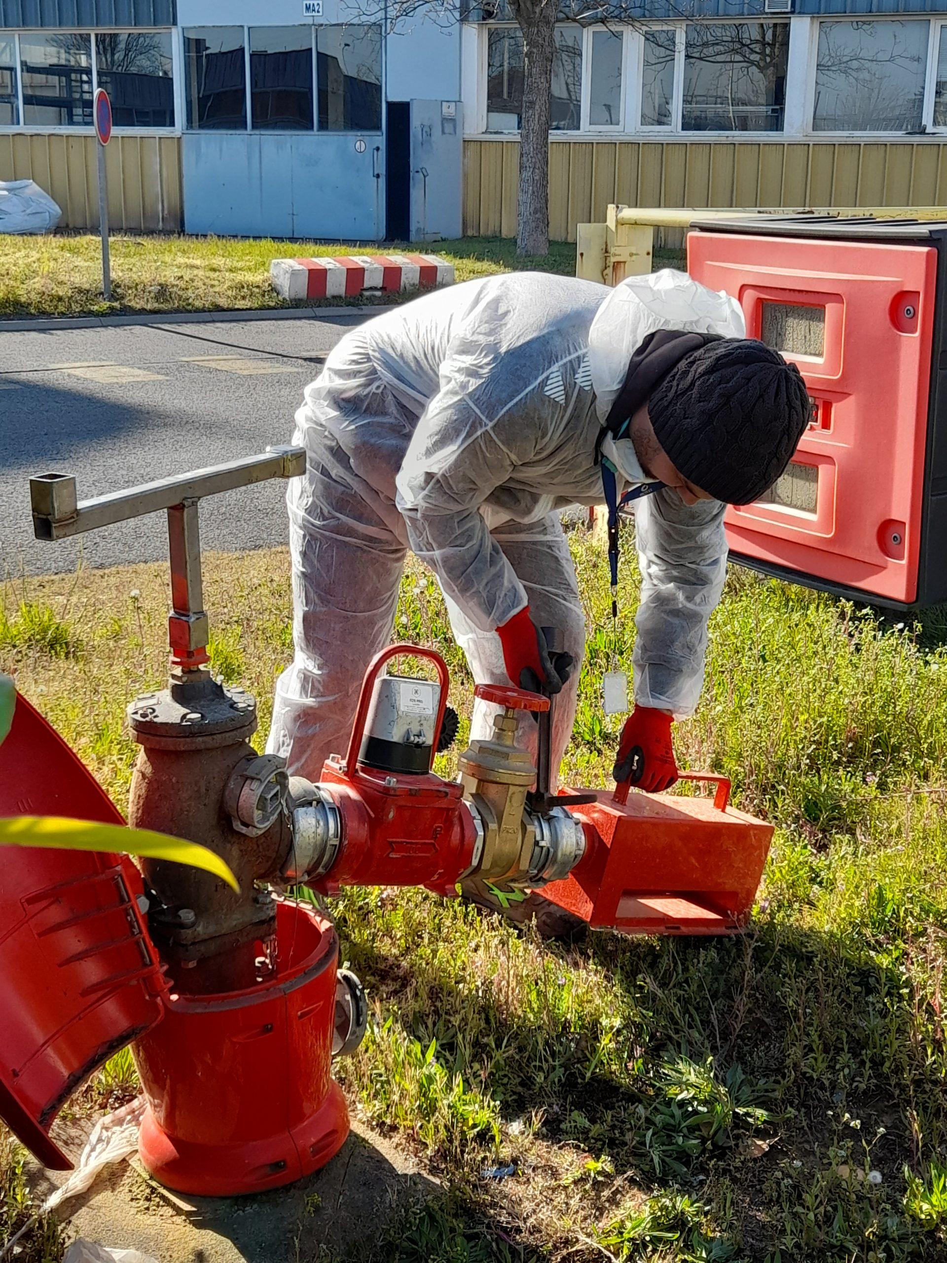 Branchement du débitmètre compteur LHENRY DN 100 pour contrôle de débit sur borne incendie