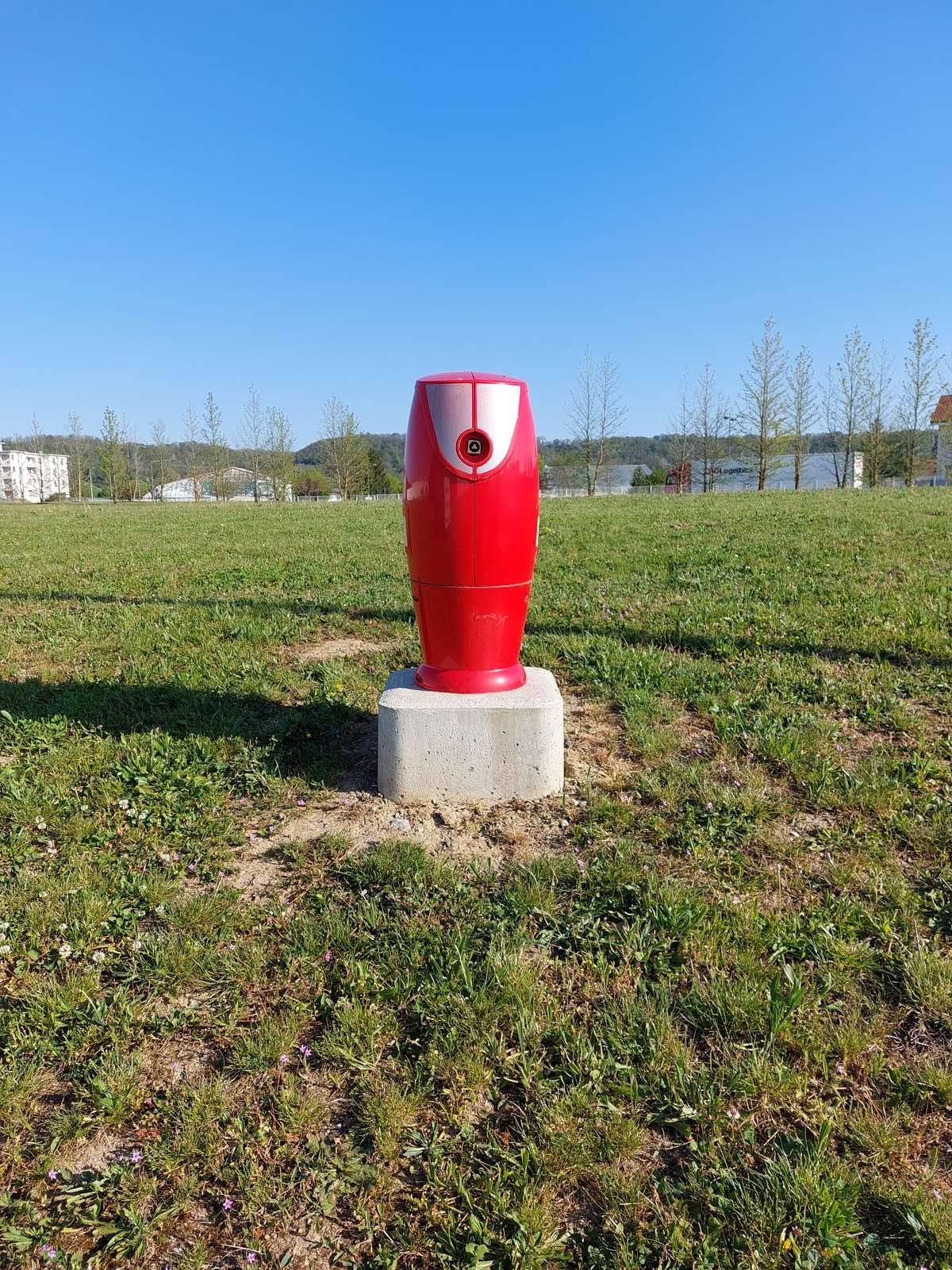 Couleur rouge incendie pour les poteaux incendie raccordés sur le réseau d'eau potable et continuellement en pression